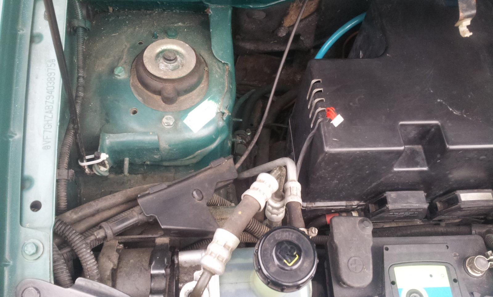 12motorraum2-jpg.3060