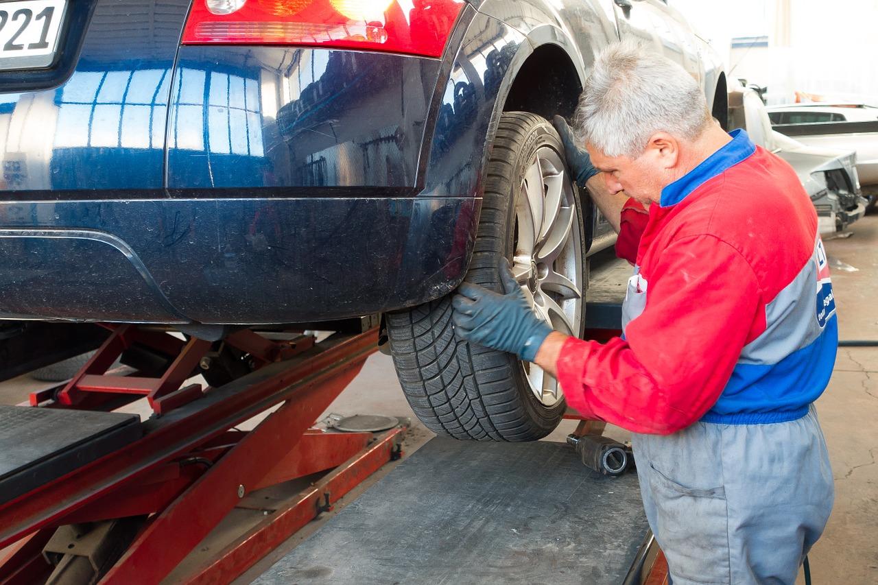auto-repair-984946_1280-jpg.4155